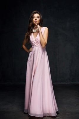 Rosa Abendkleid mit tiefen Ausschnitt