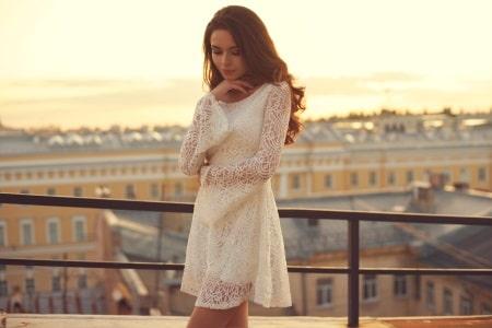 sommerliches weißes Freizeitkleid